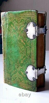 Beautiful 17th century rare Bible in fine'Dentelle' binding with silver 1672